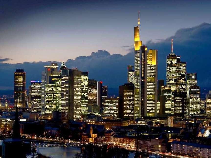 Deutsche Bank und Commerzbank hätten im Falle einer starken Rezession zukämpfen.