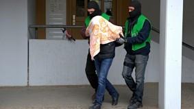 Polizei führt in Berlin den mutmaßlichen IS-Kämpfer ab.