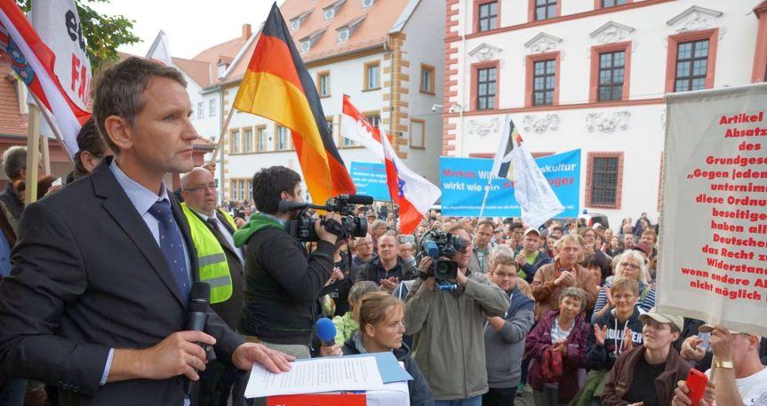 Die enthemmte Mitte – Rechtsextremismus ist keine politische Randerscheinung!