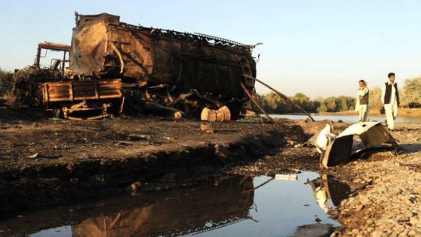 Der vom Bundeswehroberst Klein befohlene Luftangriff auf zwei Tanklastzüge bei Kundus gilt unter Forschern heute als erstes Kriegsverbrechen unter Beteiligung der Bundeswehr.