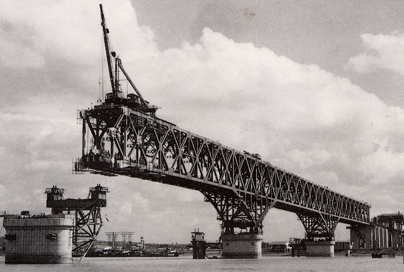 Nanjing_Yangtze_River_Bridge_in_progress