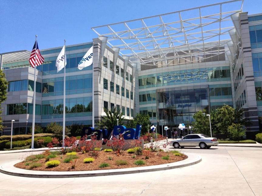 Hauptquartier von PayPal in San José (Kalifornien, USA): US-Behörden setzen über den Finanzdienstleister mittelbar US-Gesetze in anderen Staaten durch.