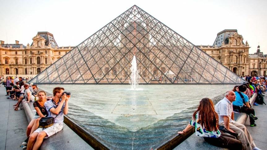 Mann attackiert Militärpatrouille vor dem Louvre mit Machete –Terrorverdacht